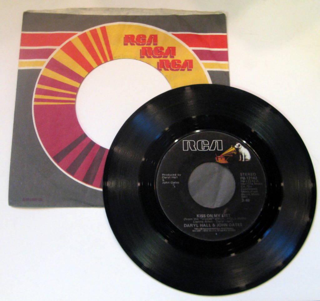 Daryl Hall And John Oates / Kiss On My List