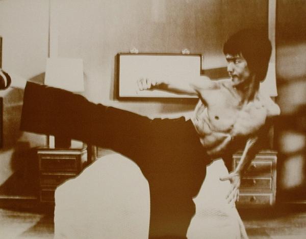 Bruce Lee Side Kick